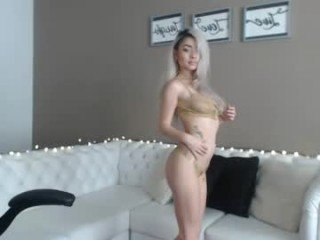 Webcam Belle - staceywood_ beautiful cam girl gets hot cum over her face