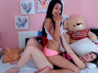 Webcam Belle - valeria_latin18 cute cam babe likes squirting after dildo-fucking live on sex cam