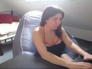 Webcam Belle - hotjuliaxxx milf live sex online