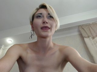 Webcam Belle - jaklynki blonde white cam babe wants her pussy stretched
