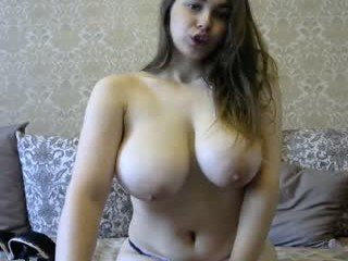 Webcam Belle - sexytits9555 cam girl with big tits gets her tight pussy stretched out hard