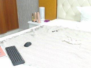 Webcam Belle - erinhazel ebony cam babe gets her shaved pussy worked over on camera