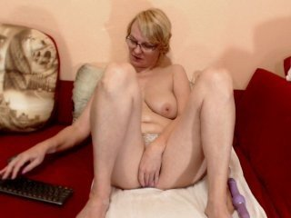 Webcam Belle - madlenhairy european cam girl loves role play and hard fucking with her boyfriend online