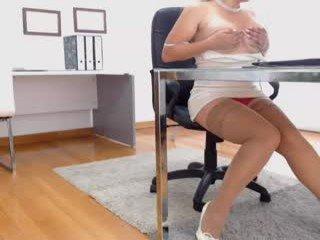 Webcam Belle - yhanais_secret39y ohmibod live show with cam milf in the chatroom
