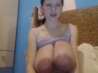 Webcam Belle - bigtitsmary2 cam girl showing big tits and big ass