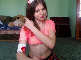 Webcam Belle - margohot7 cam girl offers her shaved pussy for hot live sex on camera