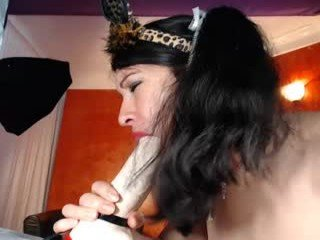 Webcam Belle - hotpussytime spanish cam babe rubs her hairy pussy nice on camera