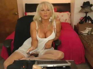 Webcam Belle - sassythang4u roleplay live sex action with mature cam girl online
