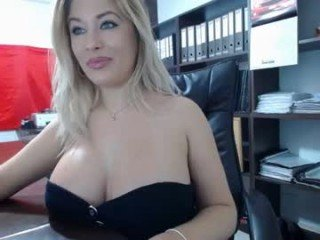 Webcam Belle - lisa2018 milf cam slut enjoys anal live sex