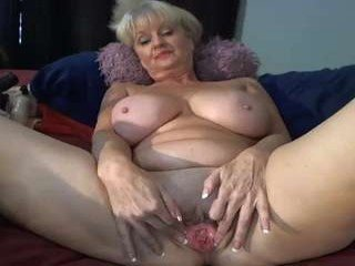 Webcam Belle - xxtammy123xx bigtits cam girl shows her gaping asshole