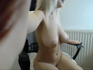 Webcam Belle - jennylove52 cam babe with big tits loves sensulal kiss