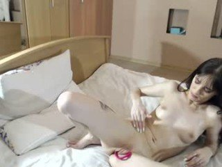 Webcam Belle - margo1710 it's a tragedy, a shaved pussy this beautiful with no one to bang it online