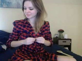 Webcam Belle - lizrose90 cam babe with small tits wants dirty live sex