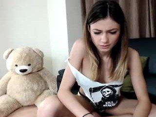Webcam Belle - michell_jackson slim cam girl gets her beautiful face glazed with sticky cum