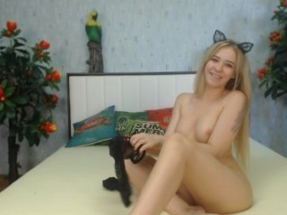 Webcam Belle - iwantyooou small tits cam girl loves rubs her shaved piss-hole on camera
