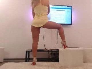 Webcam Belle - jaylynxxxx74 european cam babe loves defile ends with cum on her tits