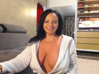 Webcam Belle - sexyygoddes cam girl showing big tits and big ass