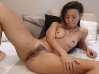 Webcam Belle - kirarenard cam girl get her pussy humped