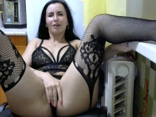 Webcam Belle - vaauu71 brunette white cam babe wants her pussy stretched
