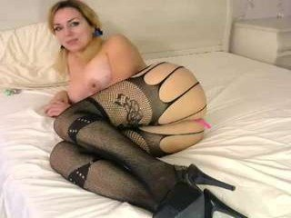 Webcam Belle - realtoxxxmaria cam girl showing big tits and big ass