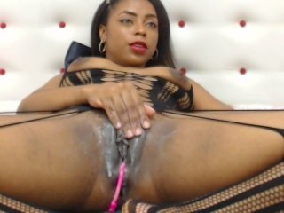Webcam Belle - giapaige ebony cam babe gets her shaved pussy worked over on camera