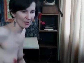 Webcam Belle - highpriestess23 slim cam milf waits a knight in shining armour online