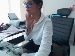 Webcam Belle - april_kepner french cam milf with nice titties loves fucking her boyfriend