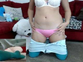 Webcam Belle - cutiemomo big tits cam babe gets an amazing pussy massage