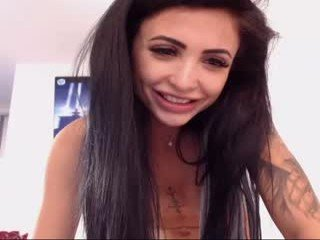 Webcam Belle - indiansweety tattooed cam girl enjoying live sex action