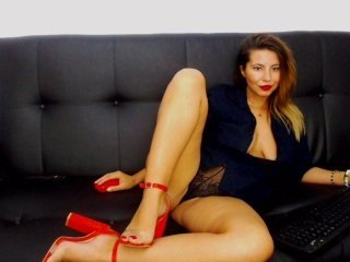 Webcam Belle - tiaxcarera cam girl loves her sweet pussy penetrated hard