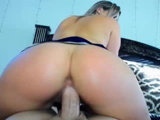 Webcam Belle - butterybubblebutt depraved blonde cam girl presents her pussy drilled