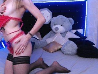 Webcam Belle - kiaredress cam girl loves her sweet pussy penetrated hard