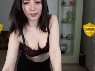 Webcam Belle - trisha-tanaka european cam babe rubs her smooth pussy till she cums