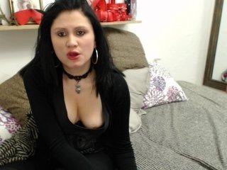 Webcam Belle - dlaidin1022 cam girl offers her shaved pussy, ass, and mouth for all that you want online
