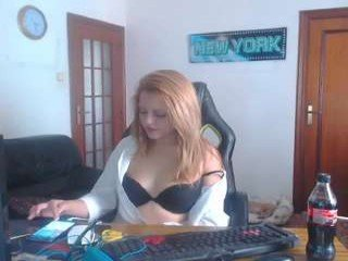 Webcam Belle - chanelante white cam babe with big tits goes doggie style online