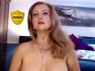 Webcam Belle - deliciousalba fat cam babe has a cute bald pussy